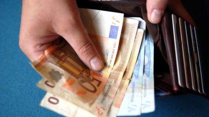 Sociale uitkeringen en lonen van ambtenaren sneller dan verwacht omhoog