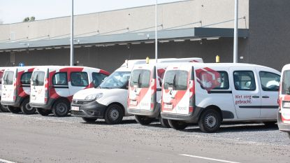 Postauto betrokken in ongeval, postbode lichtgewond