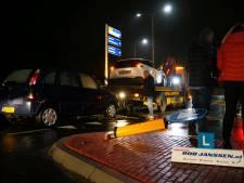 Auto en lesauto botsen op kruising in Zevenaar, inzittenden ongedeerd