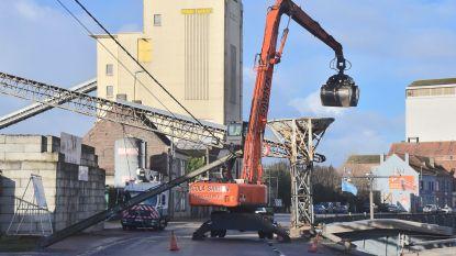Kraan ramt elektriciteitspaal: Trakelweg uren afgesloten
