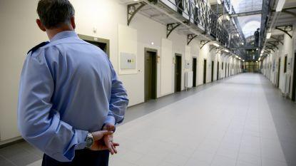 Gedetineerde snijdt eerst celgenoot de keel over en gaat dan doodleuk op consultatie bij psychiater