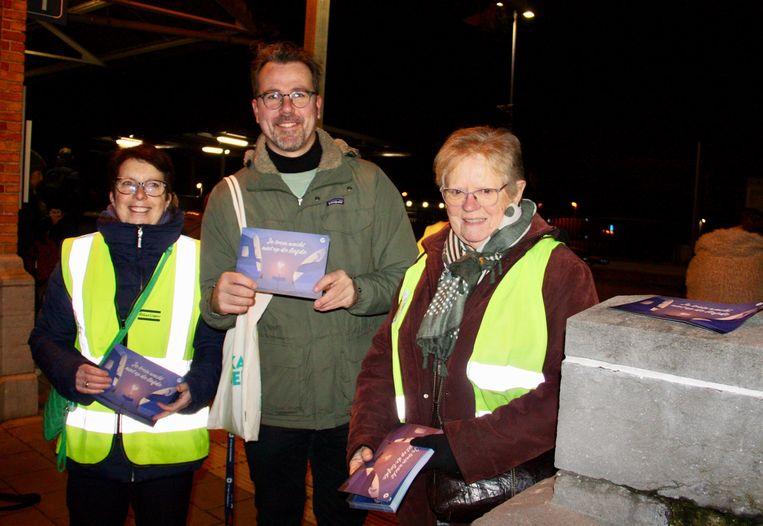 De Willebroekse Groen-afdeling deelde vrijdagochtend 'Valentrein'-kaartjes uit aan het station om de pendelaars die het openbaar vervoer nemen, te bedanken.