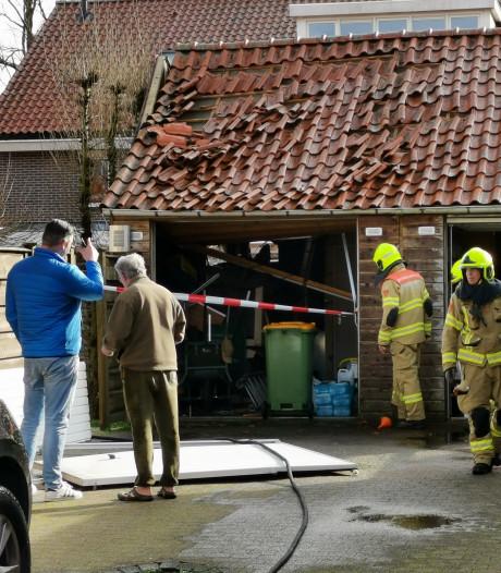 Schuur bij huis in Ede beschadigd door 'enorme knal'