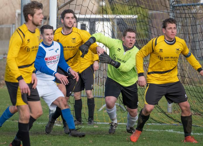 Simon de Bruine hield zaterdag voor de achtste keer de nul in het doel van Duiveland.