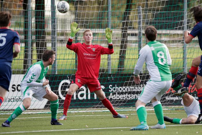 Doelman Erik Wijnbergen keert na één seizoen Longa'30 bij Warsnveldse Boys terug op bekend terrein.