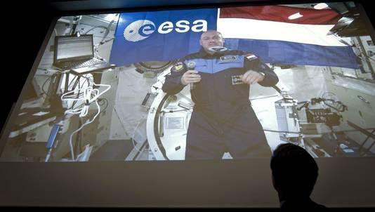 Premier Rutte en studenten van de TU in Delft spraken deze week met André Kuipers in de ruimte.