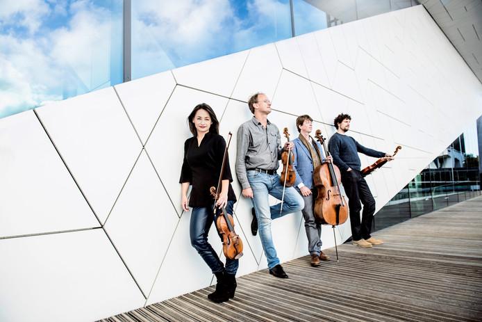Het Ruysdael Kwartet, met (vlnr) Emi Ohi Resnick (viool), Joris van Rijn (viool), Jeroen den Herder (cello) en Gijs Kramers (altviool).
