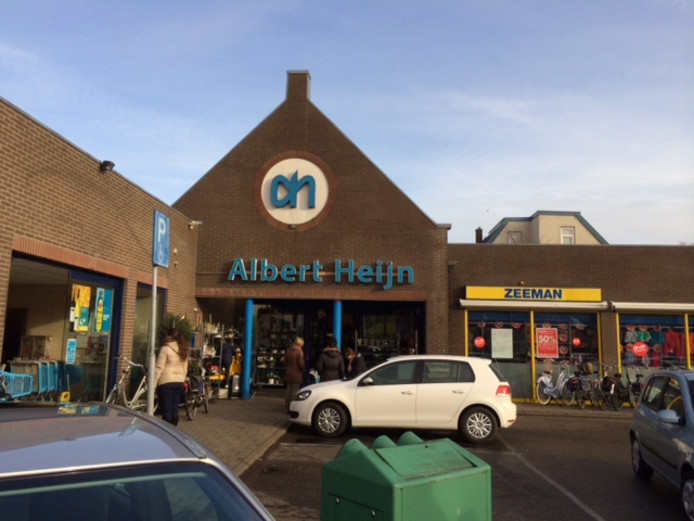 De Albert Heijn in 's-Gravendeel is één van de vele supermarkten en winkels die in de regio niet open mogen gaan op de zondag voor kerst.