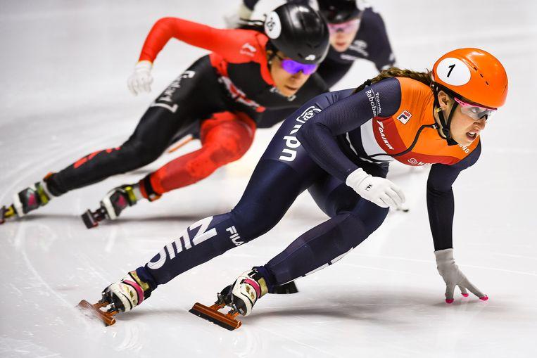 Suzanne Schulting in actie op het ijs van Montreal.  Beeld null