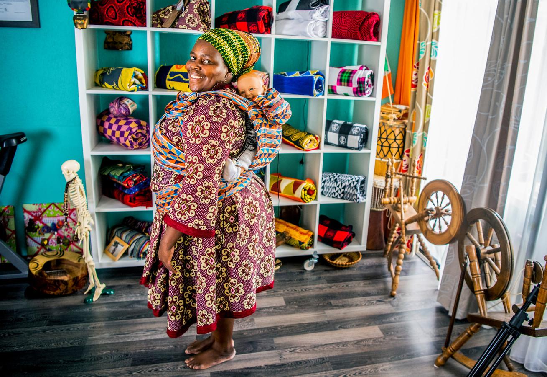 Melissa Muchaneta besloot haar baby in een doek op haar rug te dragen: ,,Het voelde meteen goed.''