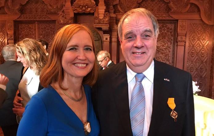 Het Erekruis van de Huisorde van Oranje is toegekend aan Bas Verkerk, ter gelegenheid van zijn afscheid als Commissaris van de Koninklijke Grafkelder te Delft. Bas Verkerk is momenteel waarnemend burgemeester van Ommen.