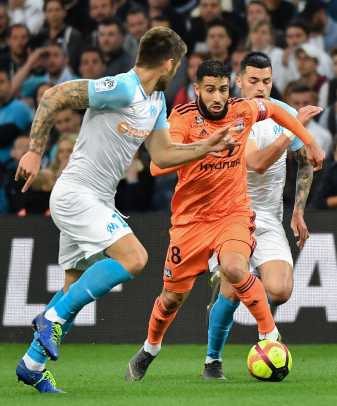 Nabil Fekir stijlvol aan de bal tegen Olympique Marseille.
