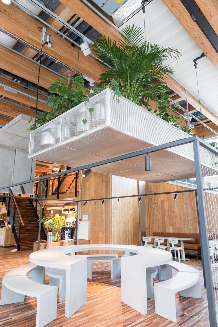 Het interieur van Circl straalt nieuwe rijkdom uit, maar niet die van marmer of glas Beeld Rink Hof