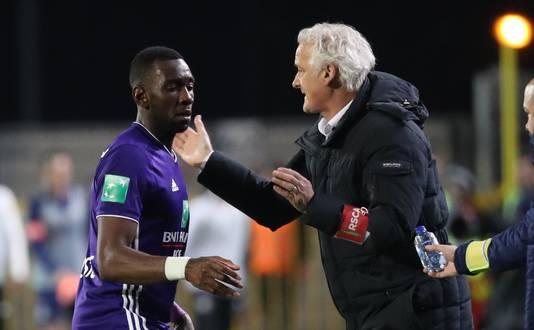 Matchwinner Yannick Bolasie ontvangt de complimenten van zijn trainer Fred Rutten.