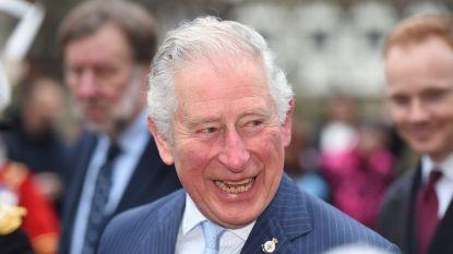 """Zo doorstaat prins Charles de quarantaine: """"Mijn familie trekt me erdoor"""""""
