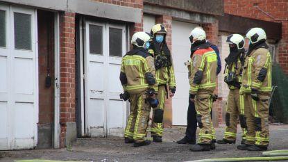 Straat even afgezet na brand in garagebox