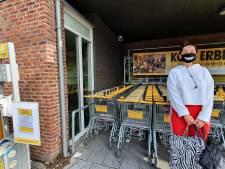 Steeds meer mondkapjes in de supermarkt: 'Misschien helpt het'
