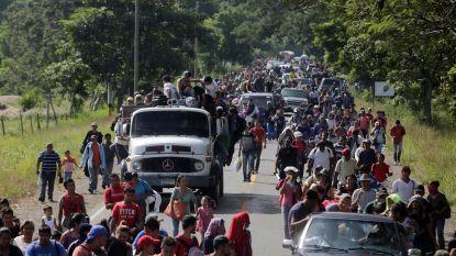 Migrantenmars van duizenden mensen op weg naar de VS, Trump eist dat stoet wordt tegengehouden