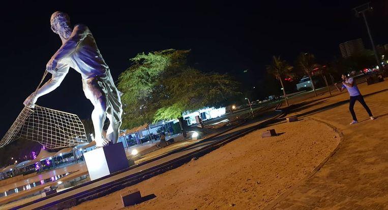Het standbeeld (van een visser) waarvan Gheiybe een foto op zijn instagram plaatst, blijkt via een online image-search al snel te herleiden naar het Iraanse vakantie-eiland Kish.
