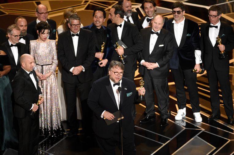Regisseur Guillermo del Toro and en de cast van The Shape of Water.  Beeld Chris Pizzello/Invision/AP