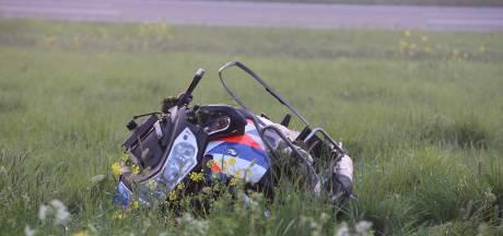 Motoragent raakt onderweg naar ongeval zelf zwaargewond