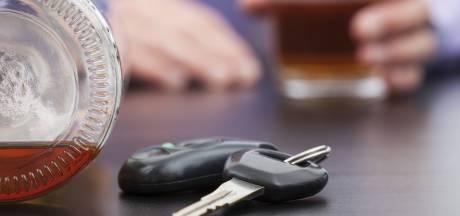 Auto in de sloot in Standdaarbuiten; bestuurder te veel gedronken