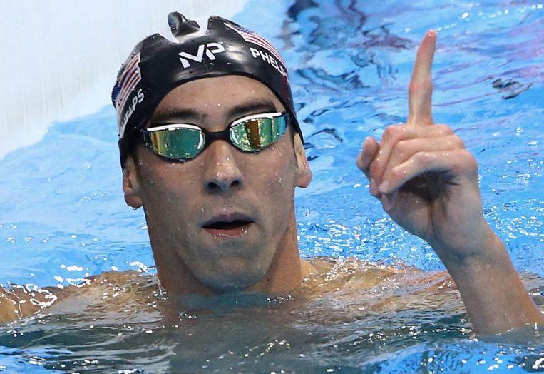Phelps viert zijn overwinning op de 200 meter vlinder. Beeld photo_news