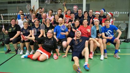 Gitse badmintonclub speelt met de kerstmuts op