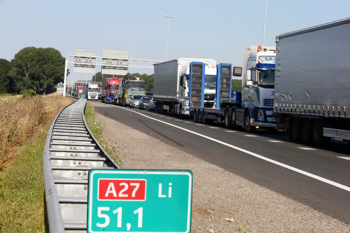 Filerijden en langzaam rijdend verkeer bij de Ring Utrecht.