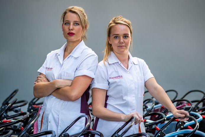 """Maaike Vriens en Janine Heestermans-Van de Vliert, twee van de drie breathtaking nurses. Ze werkten keihard tijdens de eerste coronagolf. Janine: ,,Ik wil geen angst zaaien, maar als we zo doorgaan is er kans op een tweede golf."""""""