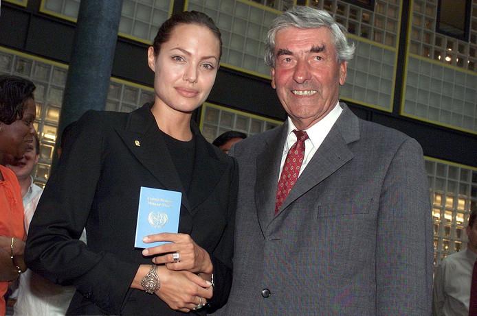 Lubbers als Hoge Commissaris voor de Vluchtelingen met actrice Angelina Jolie.