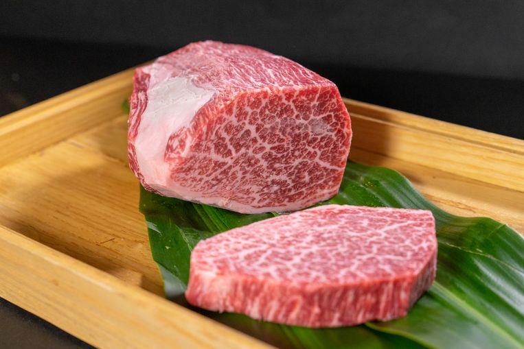 Het A5 Wagyu-rundvlees kost meer dan een doorsnee steak.