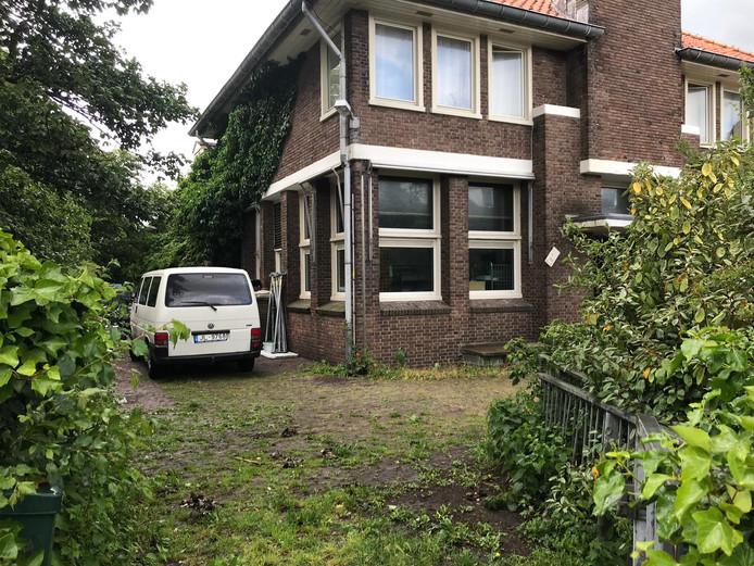 Het voormalige KPN-gebouw in Domburg.