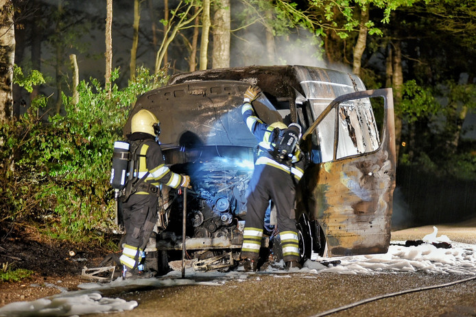Busje met drugsafval uitgebrand in Alphen