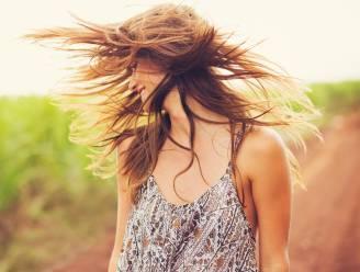 Zo laat je jouw haar op natuurlijke wijze drogen (zonder ontplofte coupe)