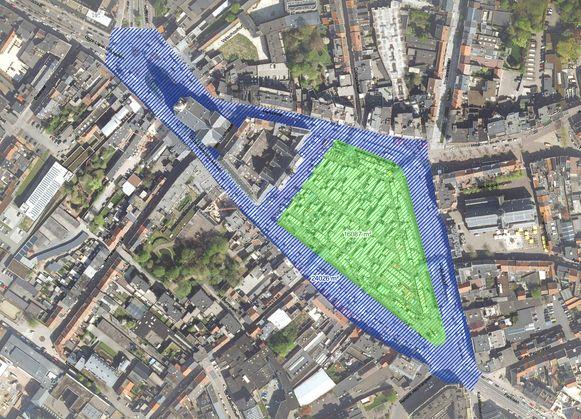 De 24.000 vierkante meter grote randzone (blauw) én het 16.000 vierkante meter grote binnenplein (groen) krijgen een nieuwe invulling.