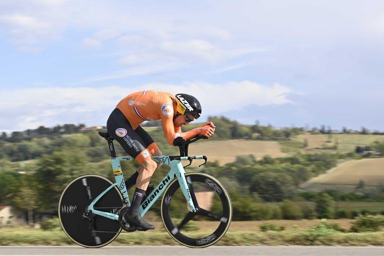 Tom Dumoulin zat zeker in de eerste kilometers stevig op zijn fiets. Van binnen wist hij toen al:dit wordt 'm niet. Beeld ANP