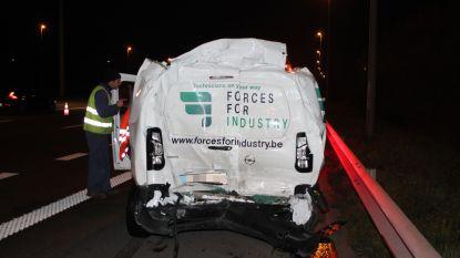 Vrachtwagen knalt op stilstaande bestelwagen op E17, snelweg tijdje afgesloten