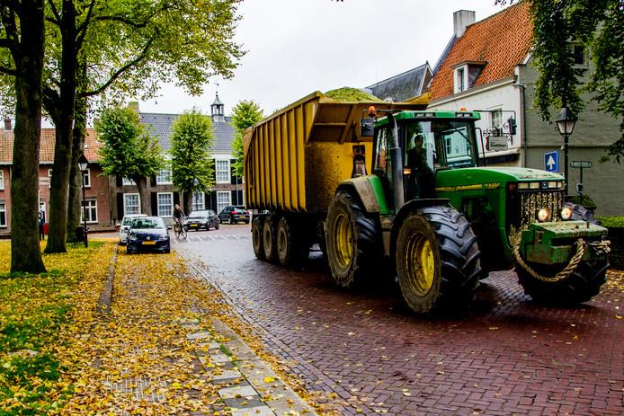 De gemeente wil het landbouwverkeer uit de kern Hilvarenbeek weren en onderzoekt een alternatieve route.