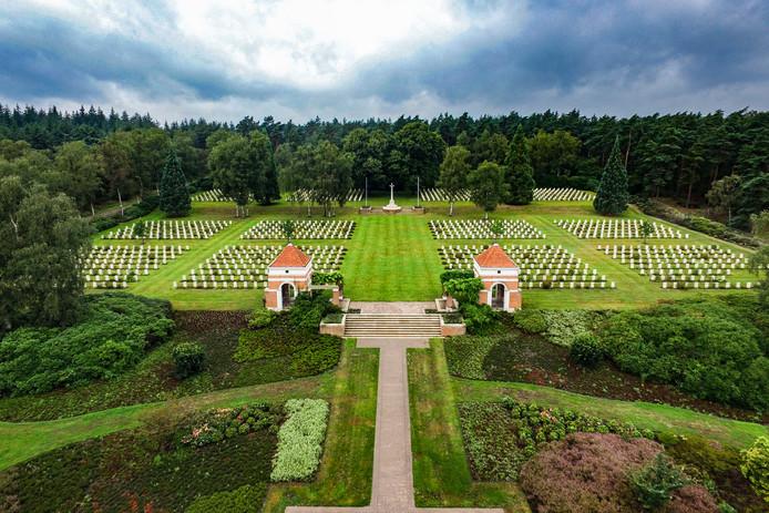De Canadese begraafplaats is een klein stukje Canada in Holten. Het ereveld telt 1394 graven.