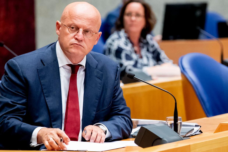 Minister Grapperhaus van Justitie in de Tweede kamer voor het debat over zijn aanblijven als minister na de overtredingen van de coronaregels tijdens zijn huwelijk. Beeld BSR Agency