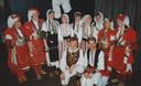 Bij het 25-jarig jubileum van Gadoelka: bovenin uiterst rechts Rian, derde van rechts José, in het midden Jacqueline. Links op de voorgrond Jeroen en rechts docent Paul.