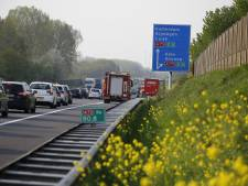 A73 bij Boxmeer weer vrij na ongeluk met vijf auto's en motor