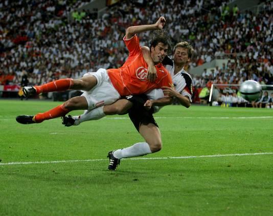 Ruud van Nistelrooy maakte in Porto de 1-1 tegen Duitsland op het EK 2004.