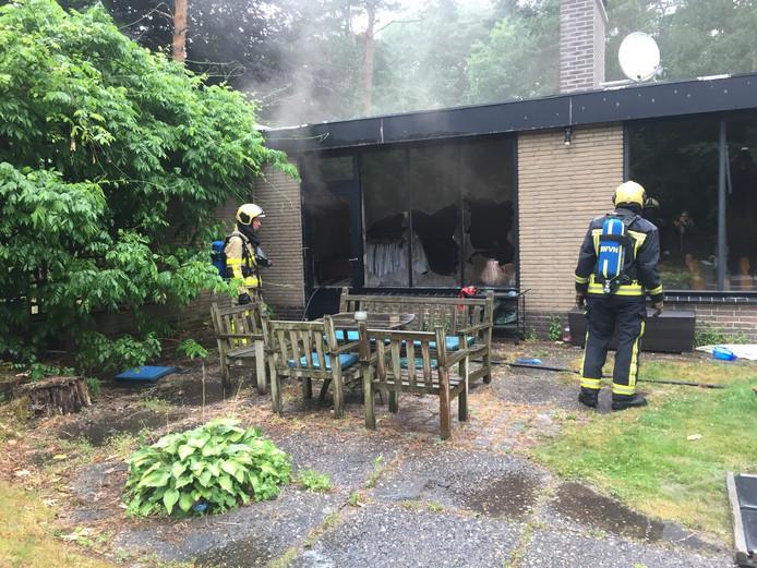De woning in Wapenveld liep veel schade op. De eigenaar was op vakantie.