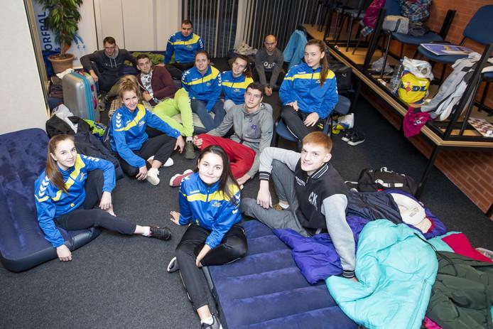NIJVERDAL -  Het nationale Oekraïense korfbalteam is op bezoek bij NKC'51. De spelers slapen in de kantine.