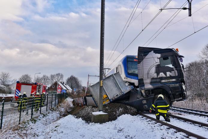 Trein ramt vrachtwagen in Udenhout