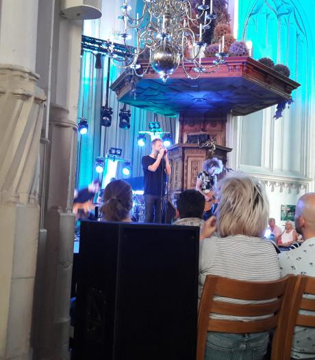 Stilte en hard applaus voor Diggy Dex in uitverkochte Stevenskerk