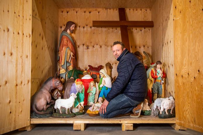 In Rotterdam is een opslagplek bij een bedrijf in brand- en waterschadesanering, er zijn beelden opgeslagen van de kerk in Hoogmade, die op 4 november door een brand is verwoest.Foto: Frank de Roo