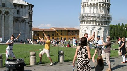 Scheve toren van Pisa staat weer wat minder scheef